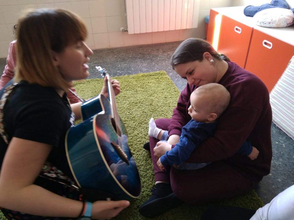 Música en familia en el Centro Materno Infantil