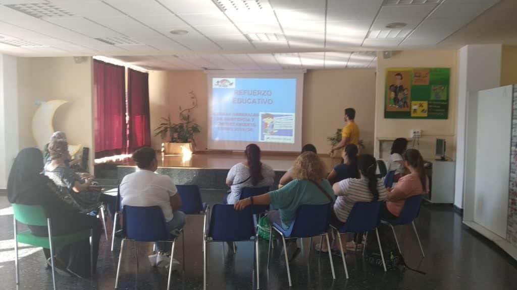 Reunión con las familias del CTL Sin Mugas sobre refuerzo escolar
